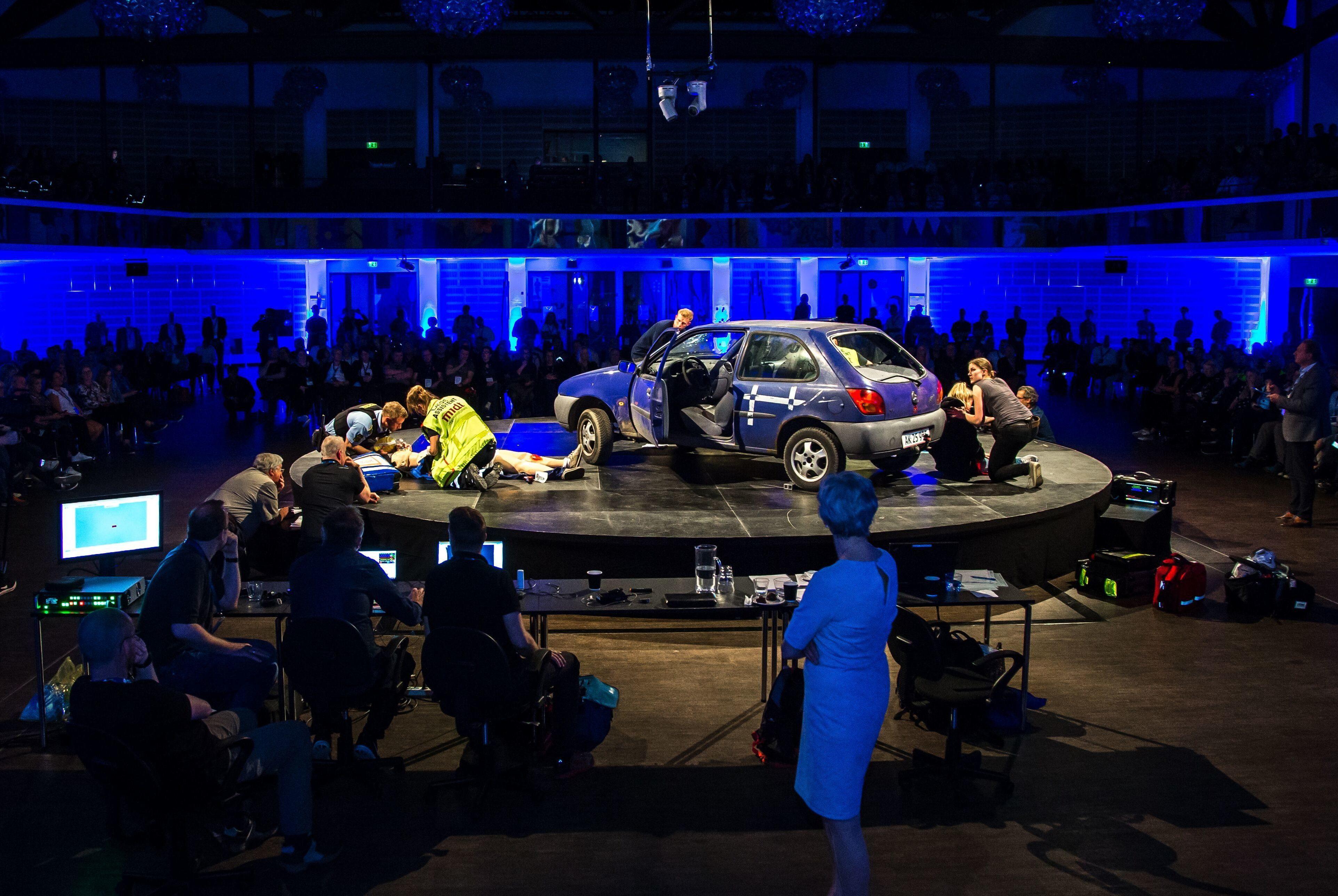 EMS Scene med uheld og publikum